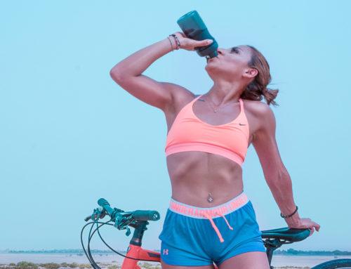 Tomar agua mientras hacés deporte, ¿es bueno ó malo?