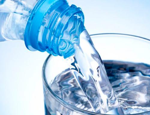 Tomar agua mientras hacés deporte, ¿es bueno o malo?